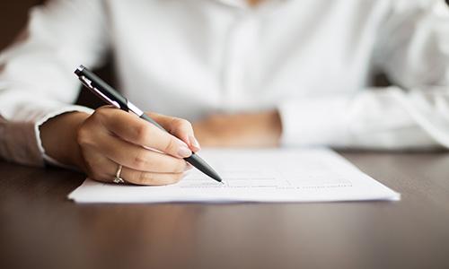 اظهارنامه یک سند عادی است که به طور رسمی به شخص دیگری ابلاغ میشود.