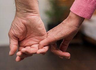 تمکین به معنی خاصّ آن است که زن نزدیکی جنسی به طور متعارف با شوهر را بپذیرد