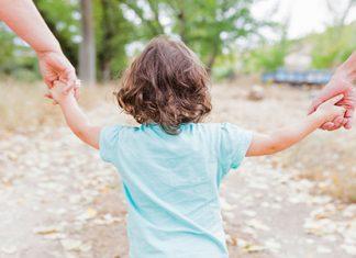 مقصود از شرایط حضانتفرزند شرایطی است که باید در شخصی که نگهداری طفل به او واگذار می شود وجود داشته باشد.